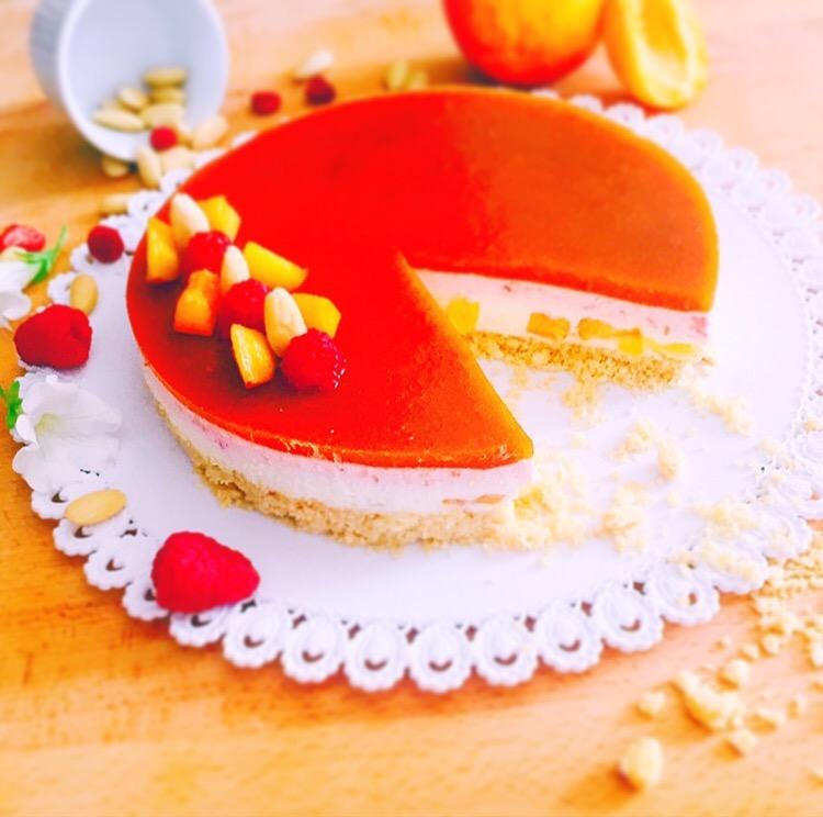 cheesecake alle pesche, lamponi e albicocche