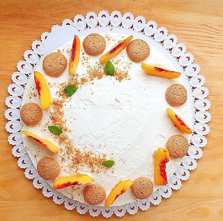 cheesecake alle pesche e amaretti