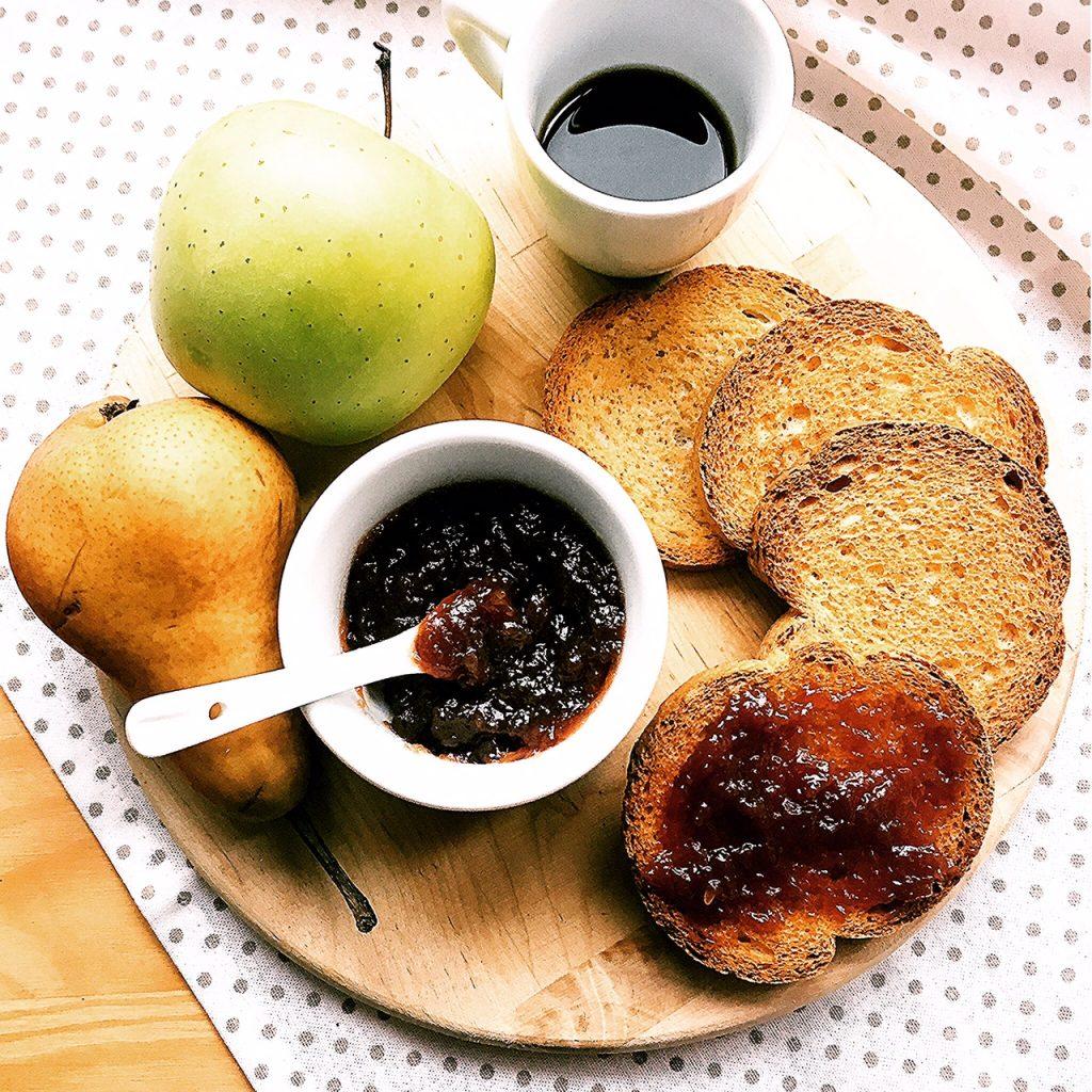 marmellata di mele, pere e uva fragola