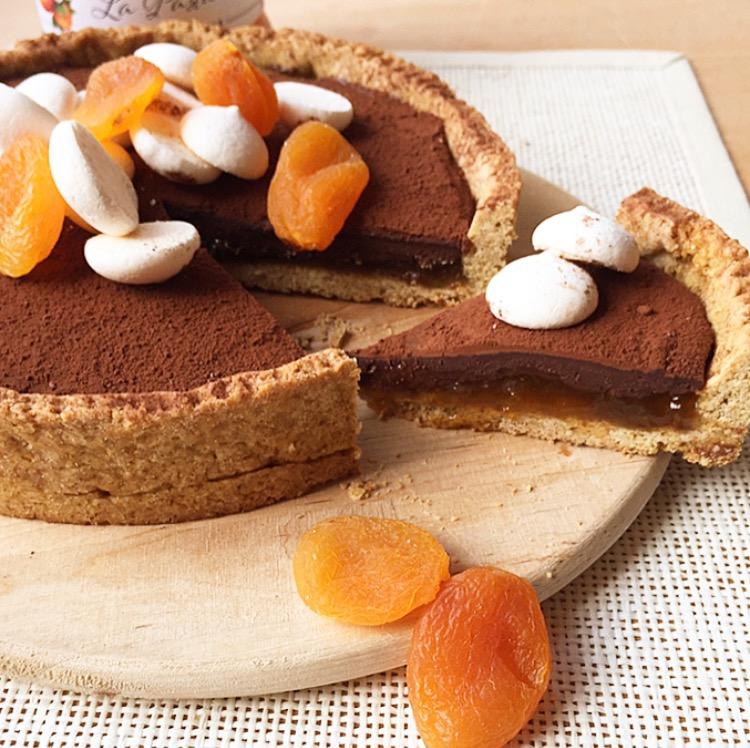 crostata con marmellata e cioccolato