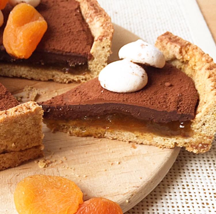 crostata integrale con marmellata e cioccolato