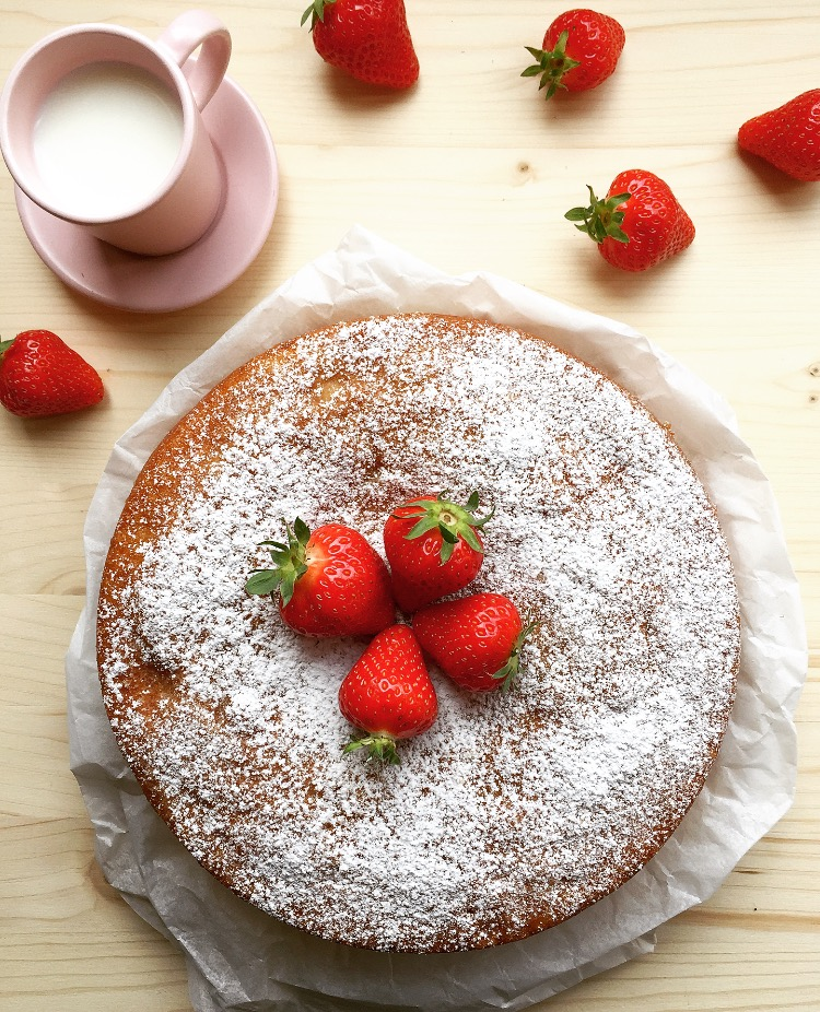 torta di yogurt e fragole