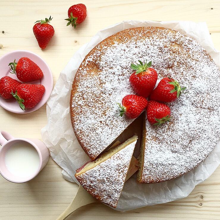 torta di yogurt e fragole