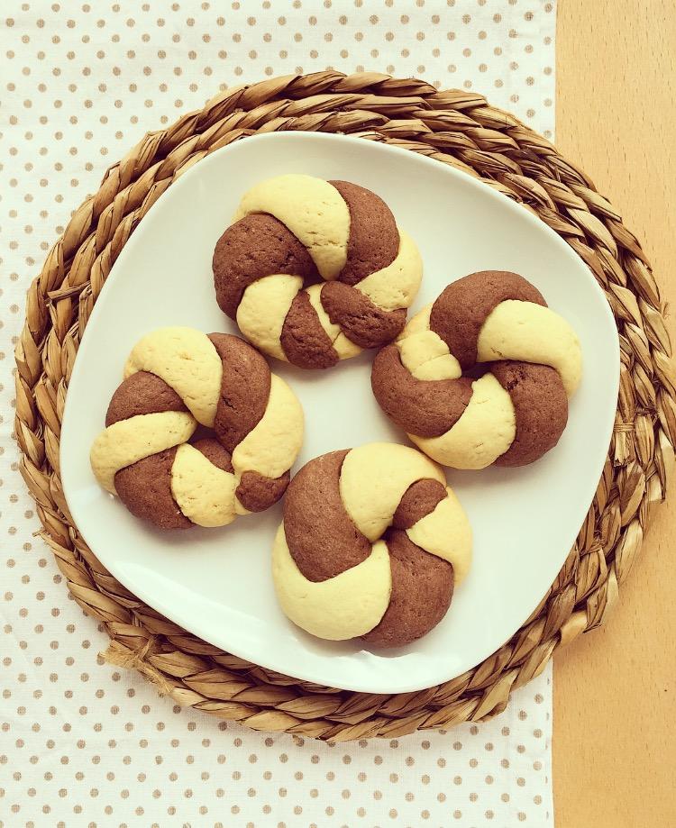 ciambelline intrecciate al cacao e vaniglia