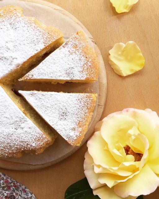 torta all'amarena soffice e senza burro