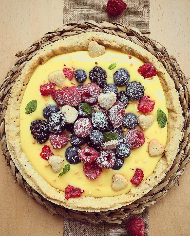 crostata alla crema e frutti di bosco
