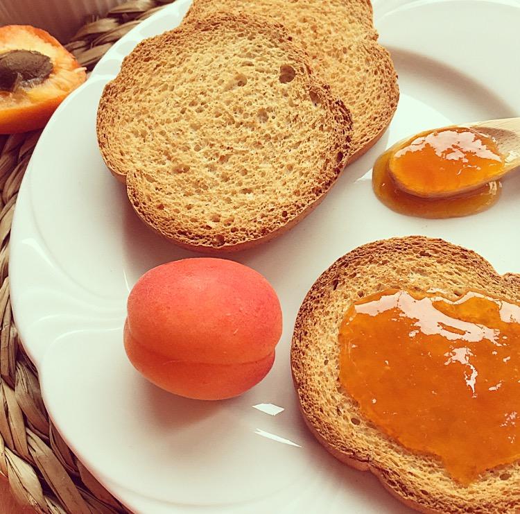 marmellata di albicocche fatta in casa