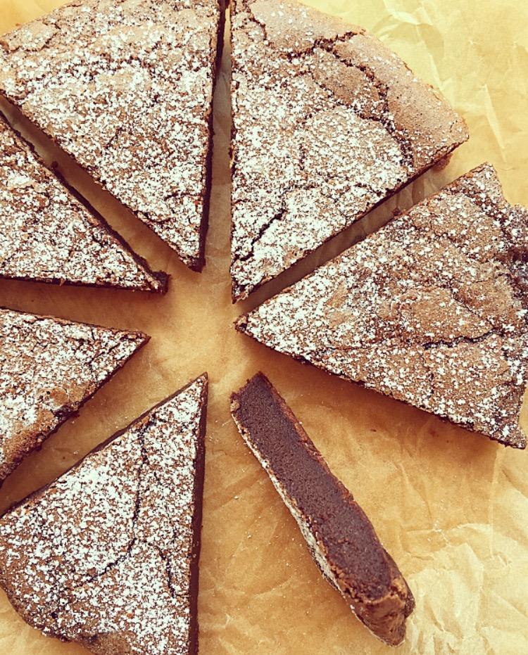 Torta al cioccolato cremosa senza glutine