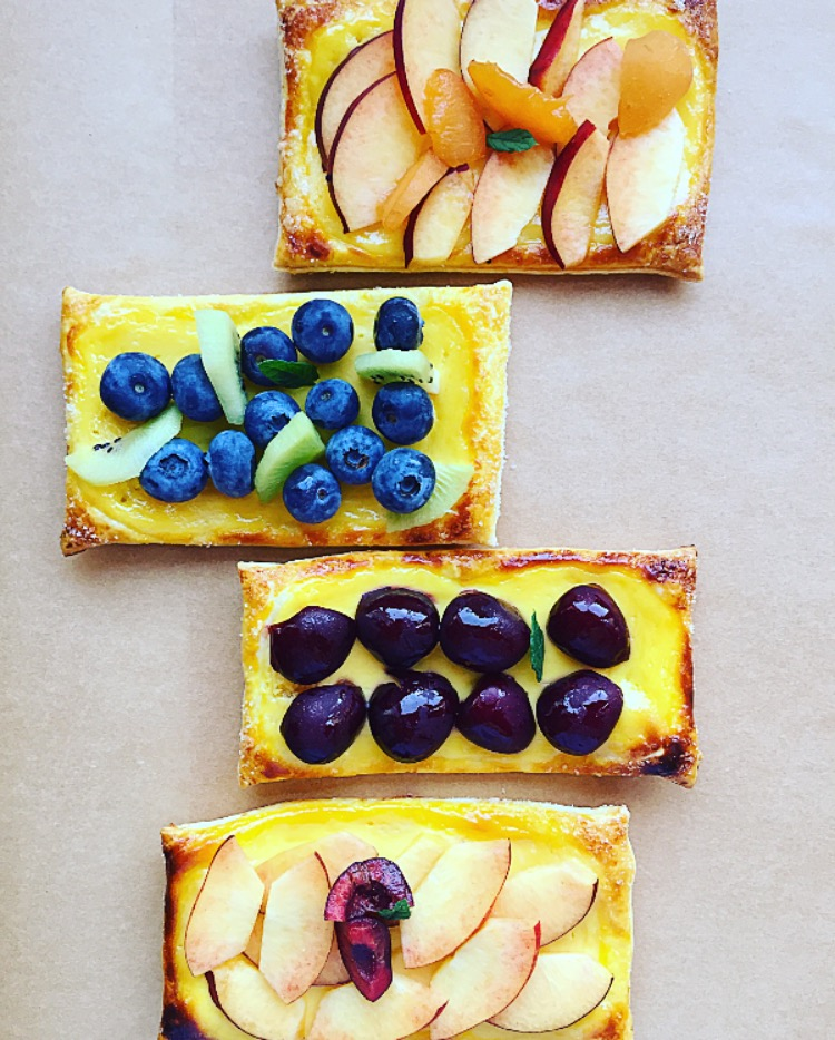 sfogliatine con crema di ricotta e frutta