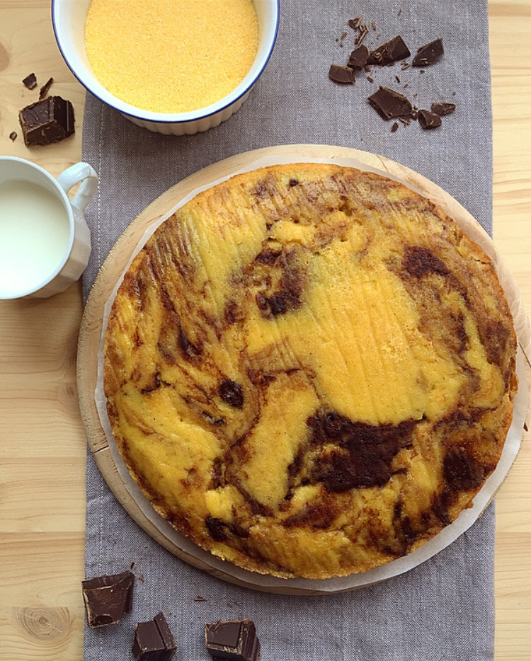 torta di polenta variegata al cioccolato