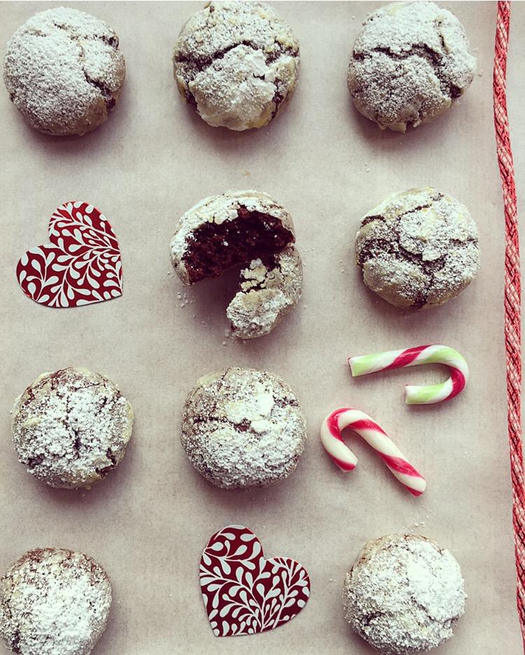 Crinkle cookies al cioccolato, zenzero e cannella