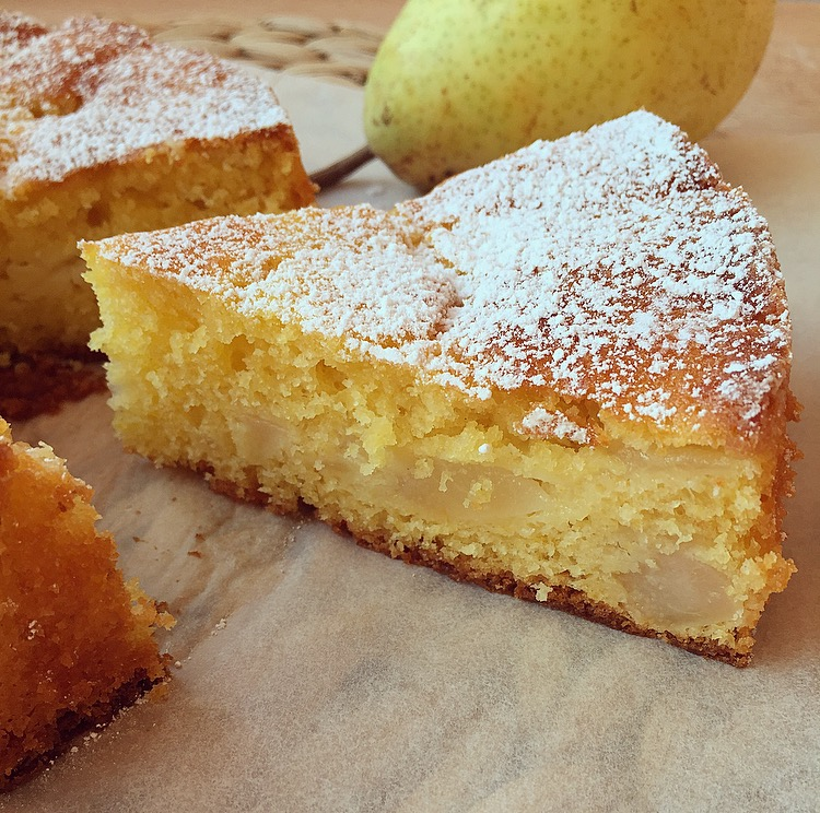 Torta soffice di pere e yogurt