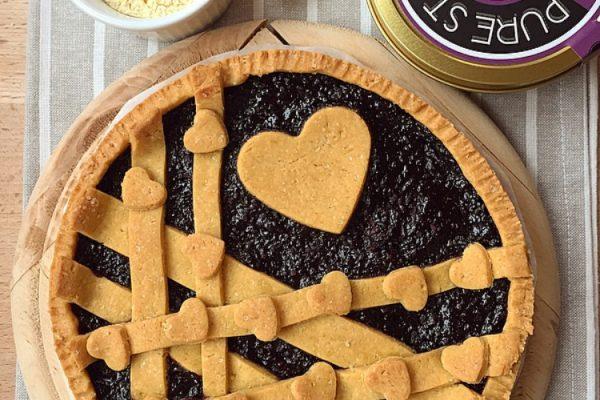 Crostata con farina di ceci e confettura di more