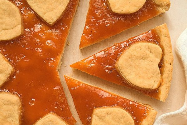 Crostata vegana con confettura di albicocche