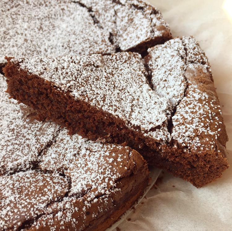 Torta al cioccolato e vaniglia senza glutine