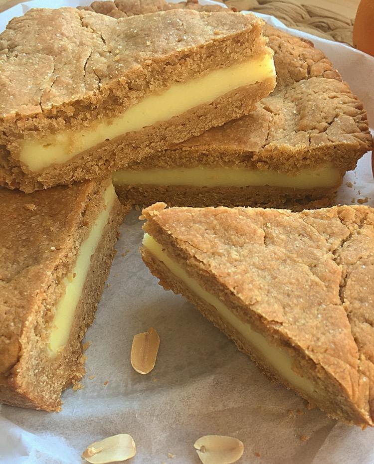 Crostata al burro di arachidi con crema all'arancia
