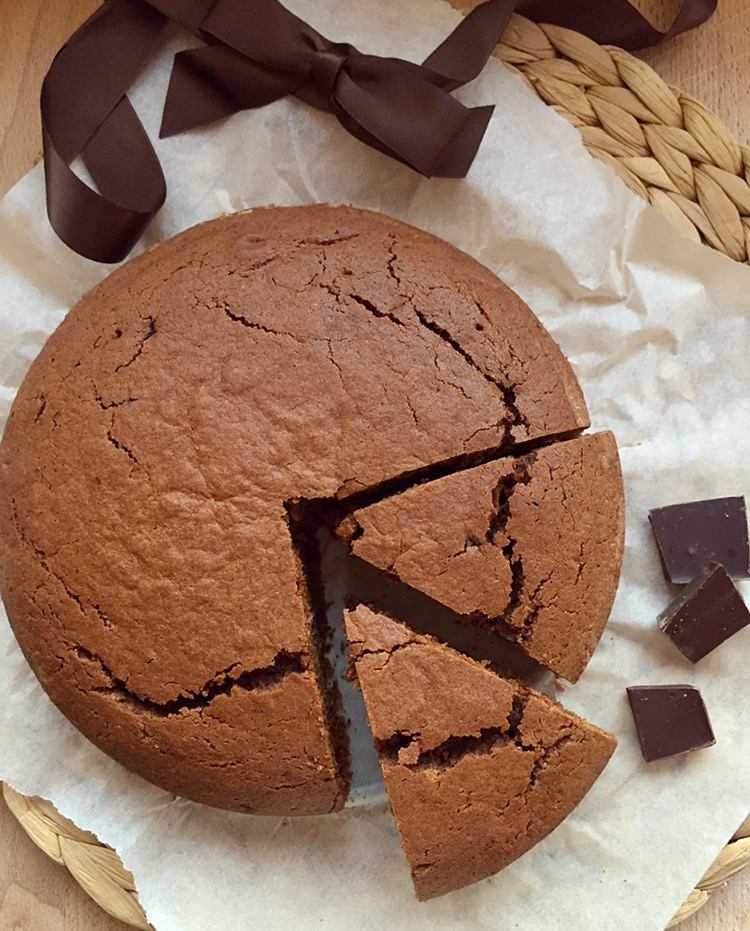 Torta soffice al cioccolato fondente e nocciole