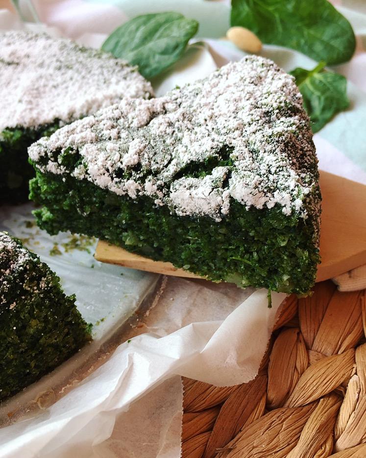 Torta dolce di spinaci e mandorle