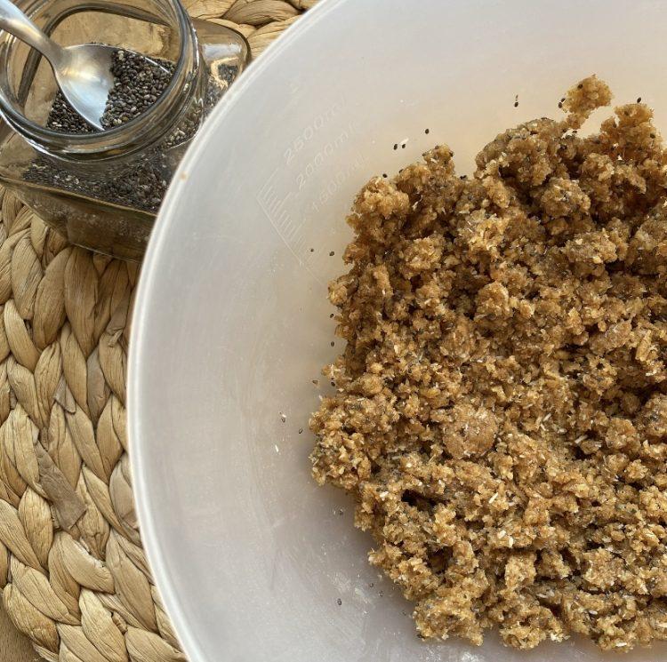 Biscotti integrali al cocco e semi di chia