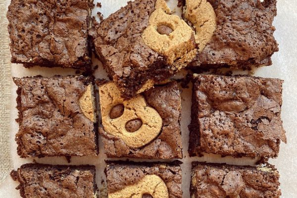 torta morbida al cioccolato e biscotti