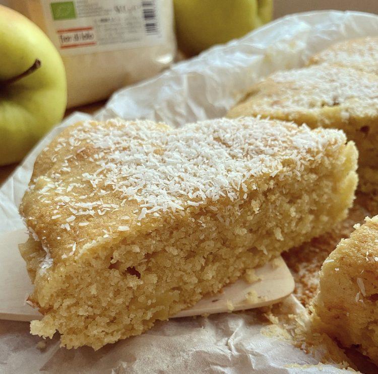 Torta soffice al cocco e mele