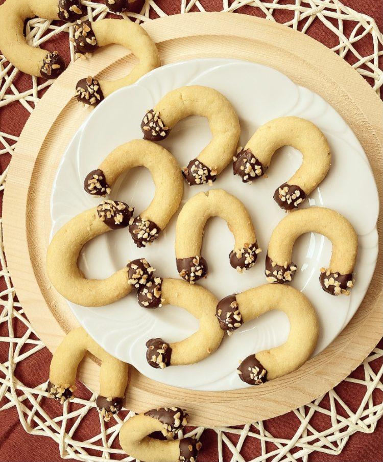 Biscotti alle mandorle e vaniglia con glassa