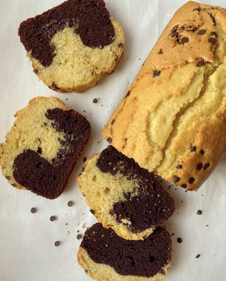 plumcake bicolore con gocce di cioccolato