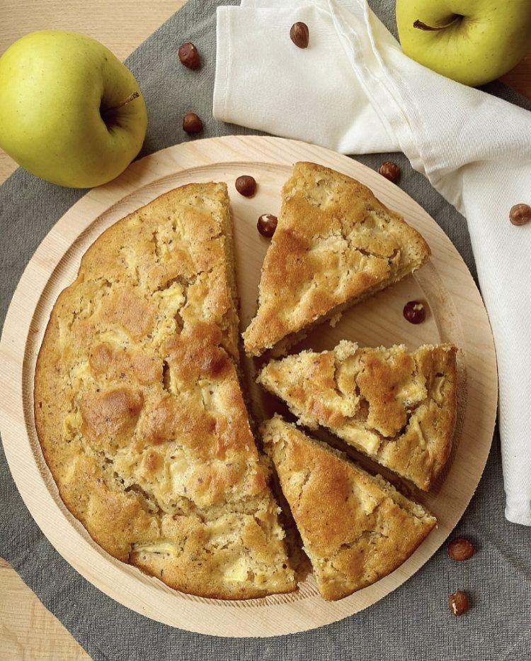 torta morbida di mele e nocciole