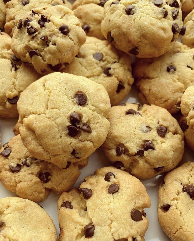 Cookies con ghee e gocce di cioccolato