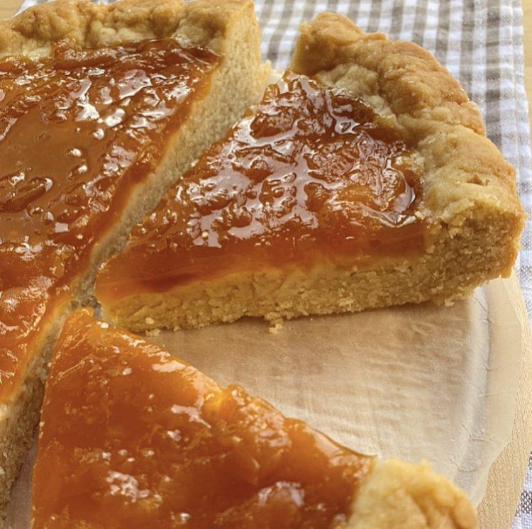 Crostata al farro mandorle e marmellata di albicocche