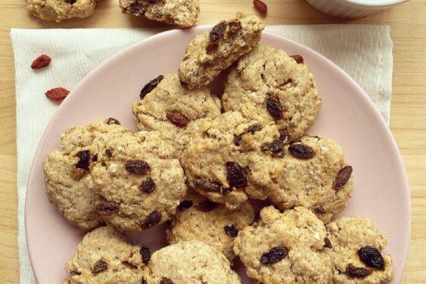 Cookies integrali con fiocchi d'avena e bacche di goji