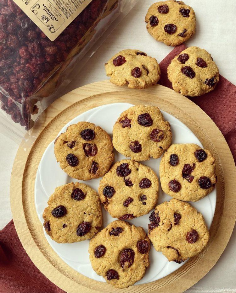 biscotti vegan con farina di ceci e mirtilli
