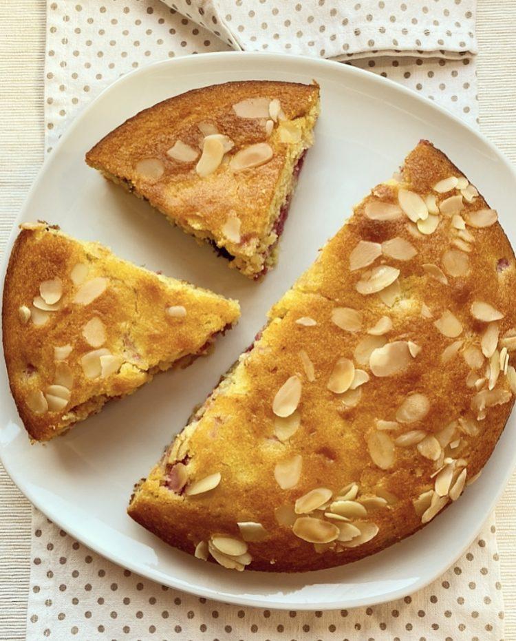 torta ai frutti di bosco e mandorle